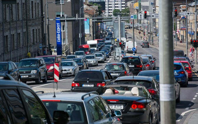 Tallinnas, Tartu maanteel jaanipäeval tekkinud ummik.