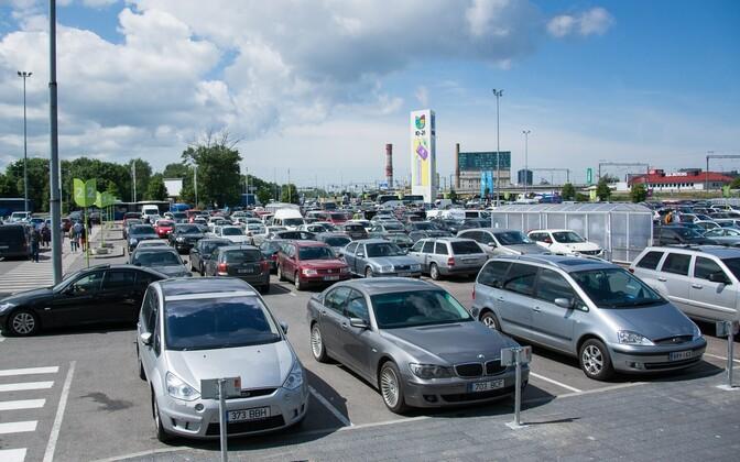 Sõidukid Ülemiste keskuse parklas
