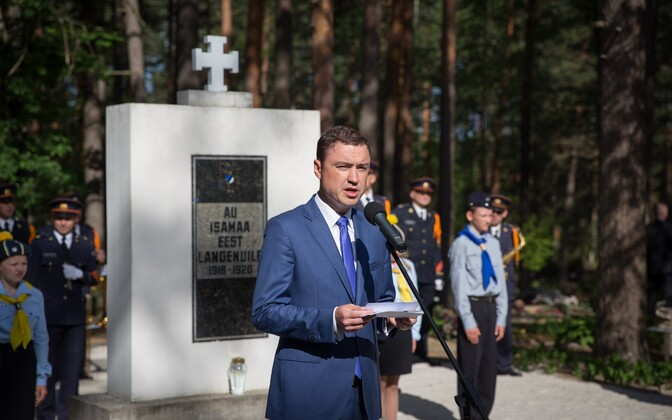 Prime Minister Taavi Rõivas (Reform) at a memorial for those fallen in the War of Independence in Võru, Jun. 23, 2016