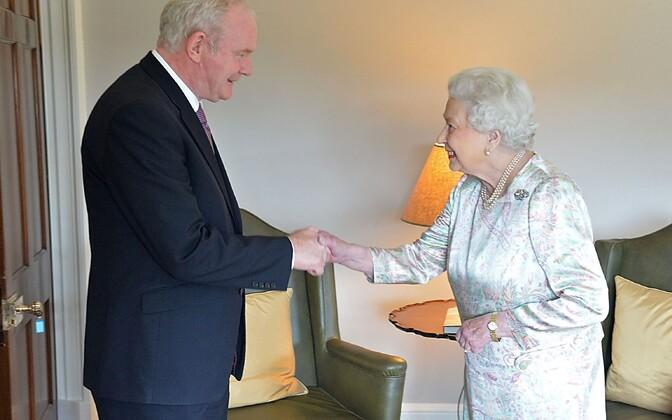 Sinn Feini poliitik Martin McGuinness ja kuninganna Elizabeth II