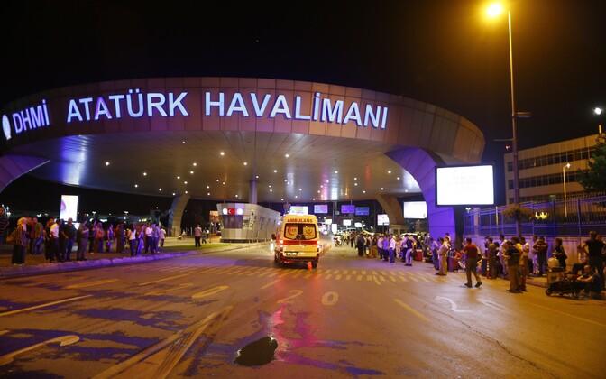 Istanbuli Atatürgi lennujaam pärast pommiplahvatusi.