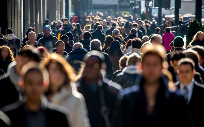 Linnatänavatel liikuv rahvas