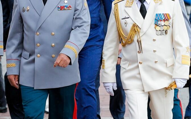 Kaitseminister Šoigu (vasakul) ja viitseadmiral Kravtšuk 2015. aastal.