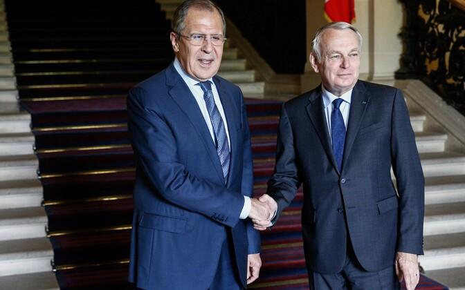 Sergei Lavrov (vasakul) ja Jean-Marc Ayrault eile Pariisis.