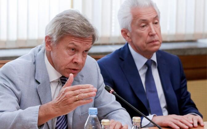 Russian State Duma member Alexei Pushkov (left) and deputy chairman of the Russian State Duma Vladimir Vasilyev, June 2016