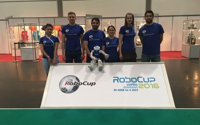 TÜ robotjalgpalli meeskond Philosopher sai alguse Tartu ülikooli robotiklubist, mis koondab robootikast huvitatud inimesi.