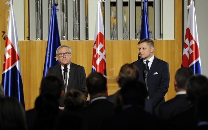 Euroopa Komisjoni president Jean-Claude Juncker ja Slovakkia peaminister Robert Fico eile Bratislavas.