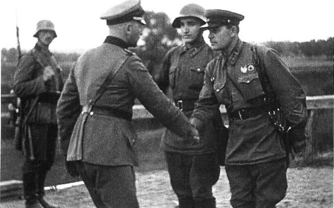 Natsi-Saksamaa ja Nõukogude Liidu ohvitser 1939. aastal Poolas.
