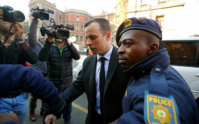 Oscar Pistorius täna kohtusse saabumas.