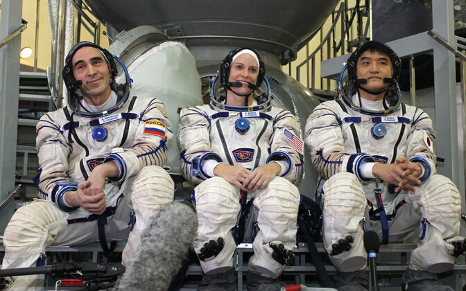 Venemaa kosmonaut Anatoli Ivanišin (vasakul), NASA astronaut Kate Rubins ja jaapanlane Takuya Onishi.