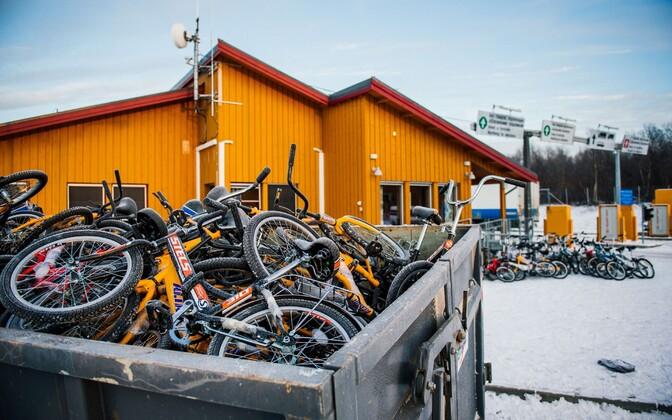Migrantide poolt kasutatud jalgrattad Storskogi piiripunktis 2015. aastal.