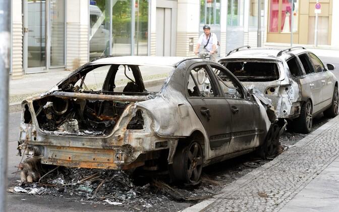 Rünnakutes hävinesid ka paljud sõidukid.