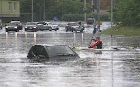 Tallinn uputab, julgemad kanuutavad tänavatel
