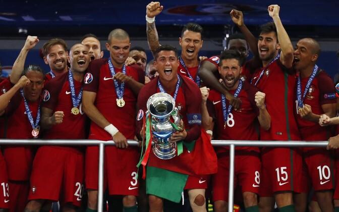 Portugal alistas finaalis võõrustaja Prantsusmaa 1:0 ja tuli Euroopa meistriks.