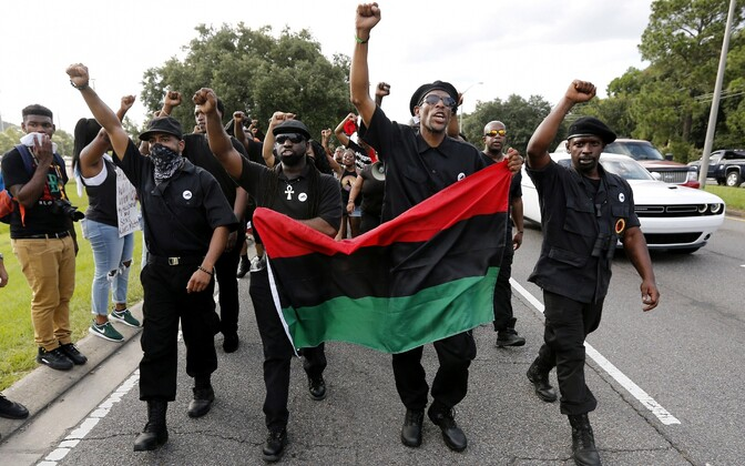 Uue Mustade Pantrite Partei liikmed.