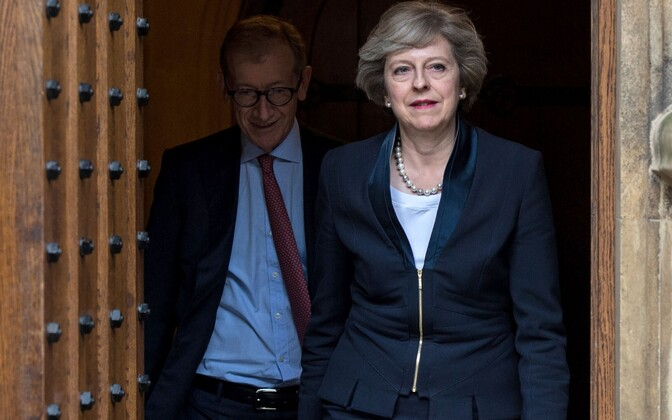 Theresa May, taustal abikaasa Philip.