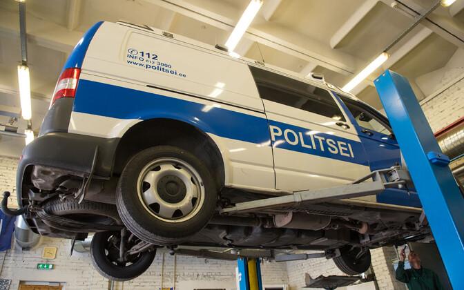 Politseisõiduk hoolduses.