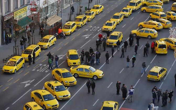 Budapesti taksojuhid jaanuaris Uberi vastu meelt avaldamas.