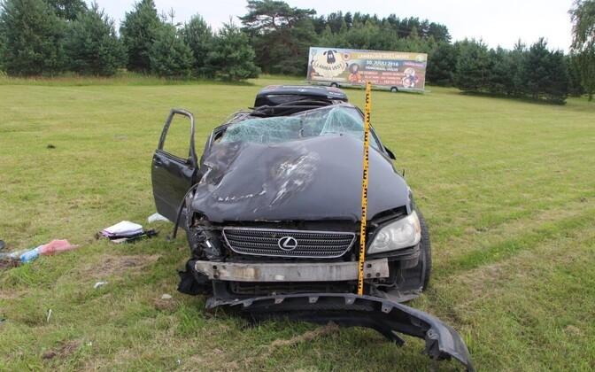 Pärnumaal liiklusõnnetuses osalenud Lexus.