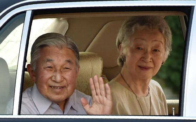 Keiser Akihito ja tema abikaasa Michiko.