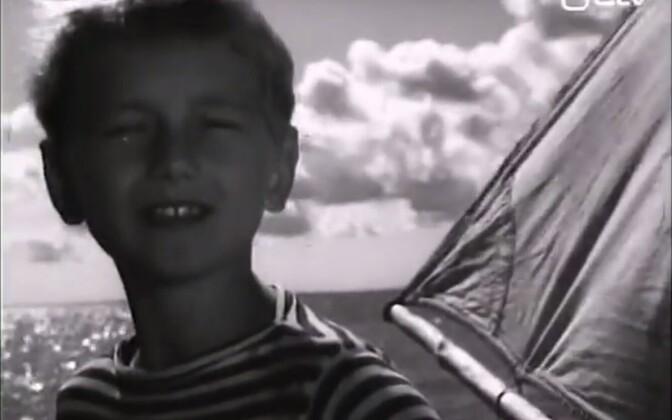 Noore Jüri Makarov esitamas lugu