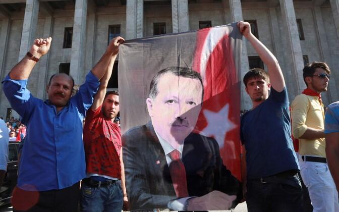 Lipp president Tayyip Erdogani pildiga.