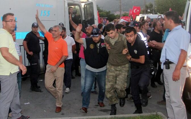 Kinni peetud Türgi sõdurid.