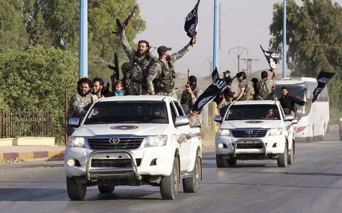 Äärmusrühmituse ISIS võitlejad 2014. aastal Raqqa linnas.