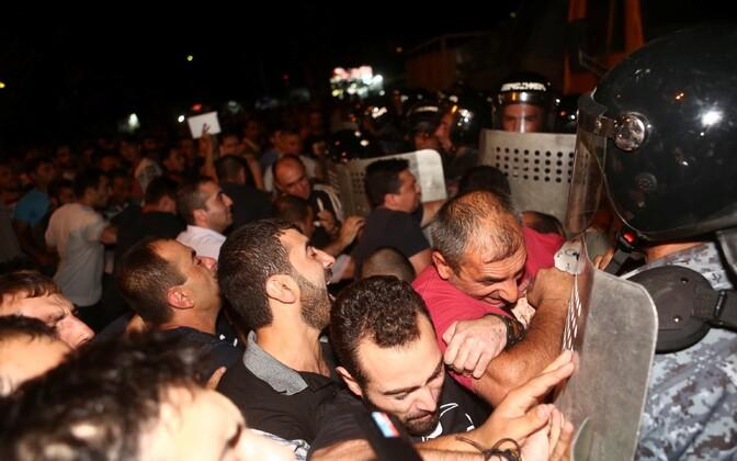 Valitsusvastased meeleavaldajad Jerevanis.