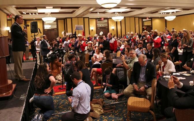 Ted Cruz Texase osariigi delegatsioonile kõnet pidamas.