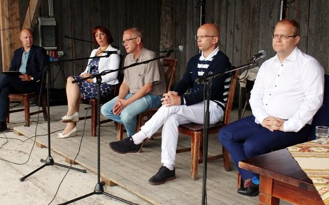 Presidendikandidaadid debateerimas SDE suvepäevadel.