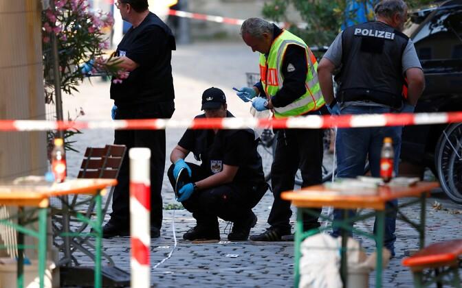 Politseinikud Ansbachis pärast plahvatust.