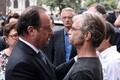Президент Франции Франсуа Олланд (слева) и мэр Сент-Этьен-дю-Рувре Юбер Вульфран.