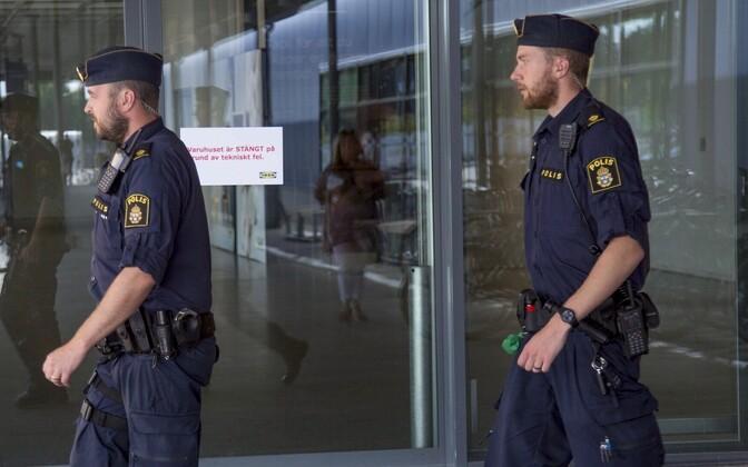 Шведские полицейские.
