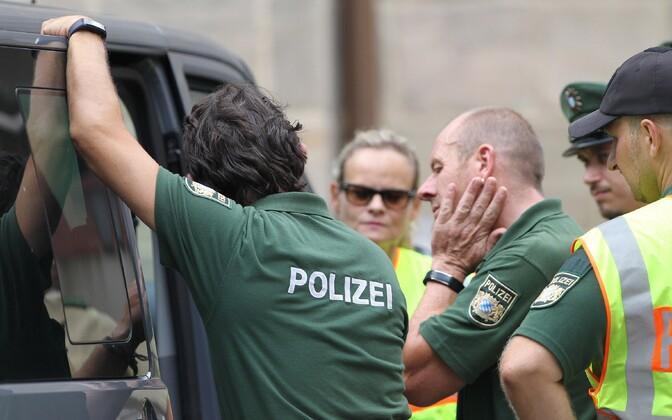 Politseinikud eile Ansbachis kuriteopaigal.