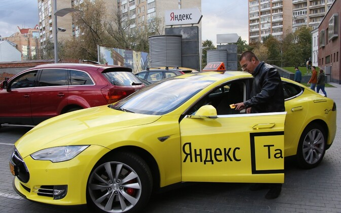 A Yandex.Taxi-liveried taxi in Russia or Ukraine.