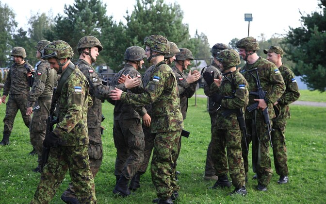 Polish soldiers and Estonian conscripts shake hands after a friendly physical challenge between a visiting Polish infantry company and conscripts from the Estonian Defence Forces' Viru Infantry Battalion. July 25, 2016.