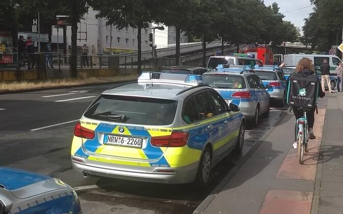 Politseiautod sündmuskoha lähistel Kölnis.