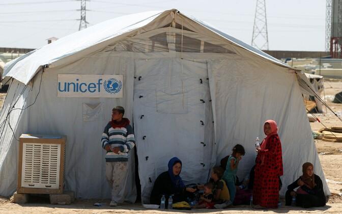 Mosuli ümbruse küladest põgenenud Iraagi tsiviilisikud üleeile Hajaj piirkonna põgenikelaagris.
