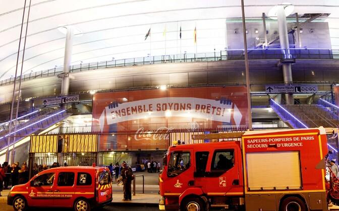 Päästeautod mullu 13. novembril Stade de France'i ees.