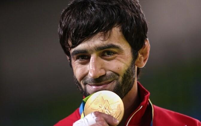 Беслан Мудранов вырвал первую медаль для российской сборной.