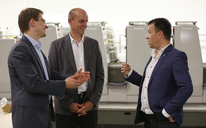 Fotol vasakult AS Infortar tegevjuht Martti Talgre, AS Printon Trükikoda juhatuse esimees Tarmo Orasmäe ning AS Vaba Maa juhatuse esimees Jaan Vainult.