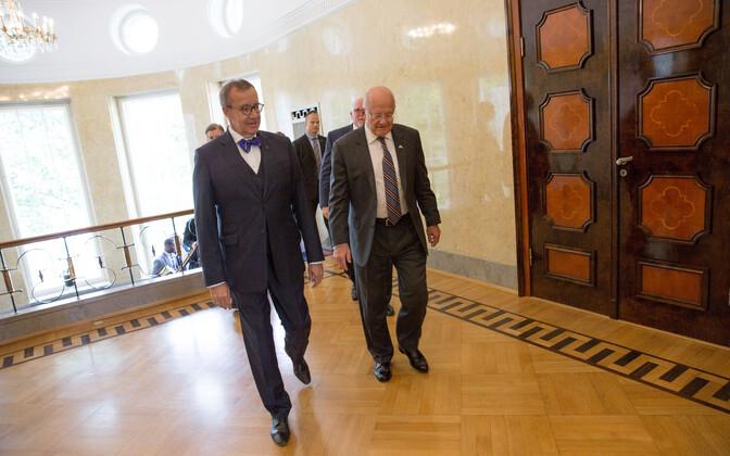 President Toomas Hendrik Ilves ja Ameerika Ühendriikide rahvuslik luuredirektor James Clapper.