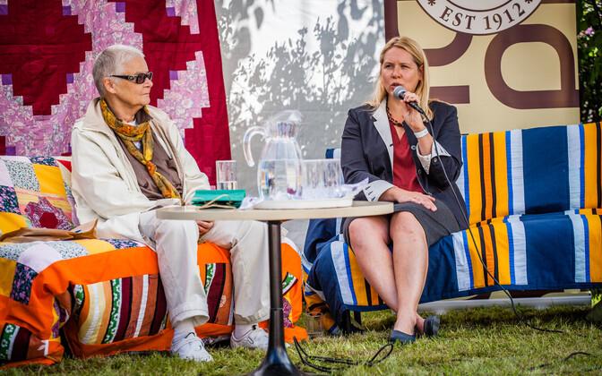 Merle Karusoo ja Maarja Vaino arvamusfestivalil.