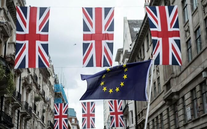 Suurbritannia ja Euroopa Liidu lipud.