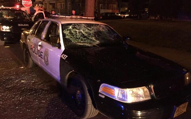 Lõhutud politseiauto Milwaukee' linnas.