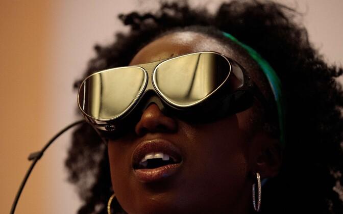Inimesed saavad arendatava keskkonna kaudu kas virtuaalreaalsusprille või prille ja telefoni kasutades tutvuda Eestiga ja Eesti e-lahendustega, selgitas E-Estonia Showroomi juht Anna Piperal. Foto on illustratiivne.