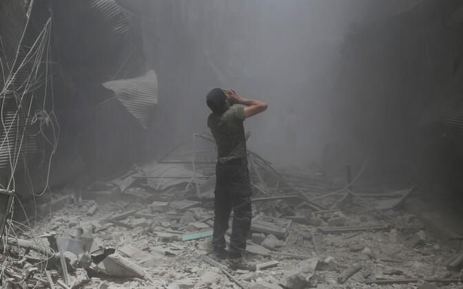 Aleppo  Bustan al-Qasr linnaosas pärast 5. juunil toimunud valitsusvägede õhurünnakut.