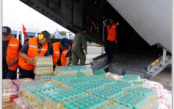 Peruu tsiviilkaitse ja õhujõud maavärina piirkonda abi toimetamas.