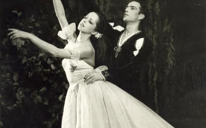"""Aime Leis ja Uno Puusaag balletis """"Giselle"""" (1959)."""